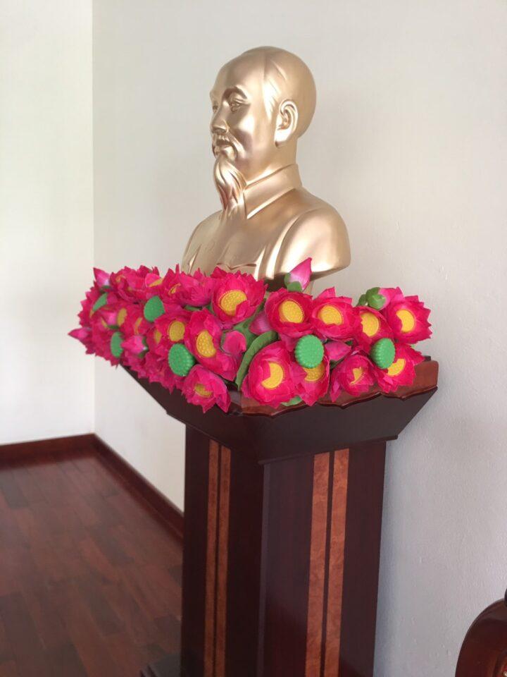 Tượng Bác Hồ thạch cao 80cm - Bục Hoa Sen
